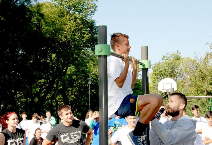 A Bartendaz ingyenes bemutatókkal népszerűsíti a saját-testsúlyos gyakorlatokat, amit nem csak profi sportolóknak ajánlanak