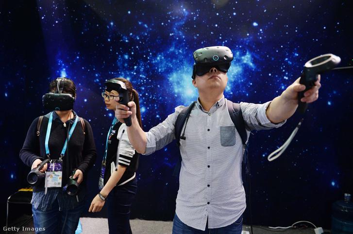 A CES Asia 2016 látogatói VR-ben