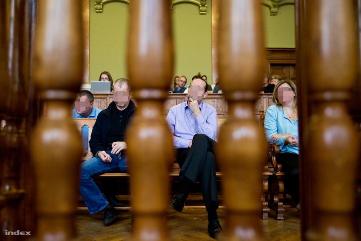 A Questor-ügy vádlottjai a bíróságon