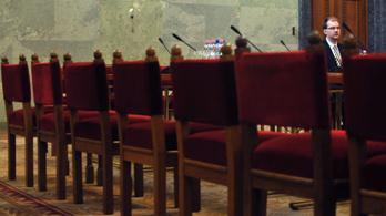 Következmény nélkül lóghatnak a képviselők a bizottsági ülésekről