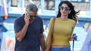 George Clooney-t szemrevaló hippinek öltözve lepte meg a felesége