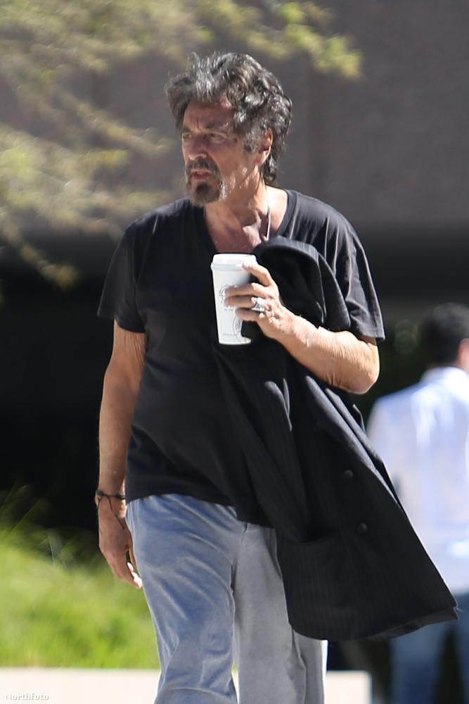 ...de talán egy Oscar-djas színésznek is szabad néha úgy kinéznie, mintha a világon semmi nem érdekelné.