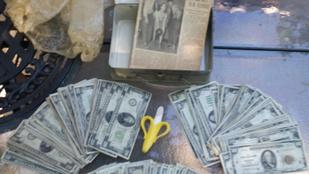 Házfelújítás közben találtak egy rakat pénzt egy dobozban
