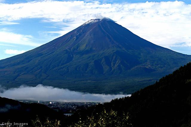 Ha a Fudzsit is megmásznák, akkor kora júliustól szeptember elejéig van erre lehetőség.