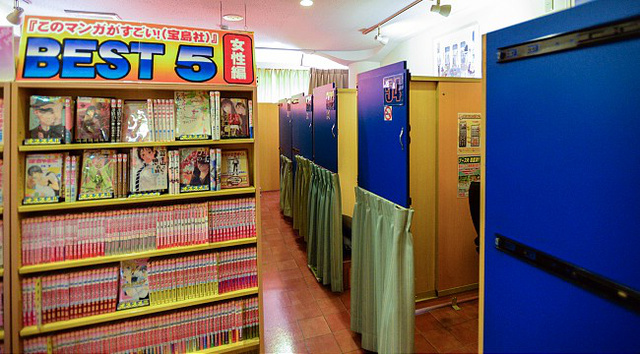 Kipróbálhatnak egy helyi mangakávézót is éjszakai szállás gyanánt