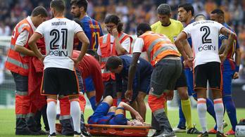 Hullanak a barcások, Iniesta térdét intézték el