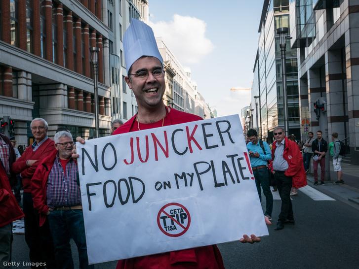 Gazdák és termelők szakszervezetei tüntetnek Brüsszelben a TTIP és a CETA tervezete ellen