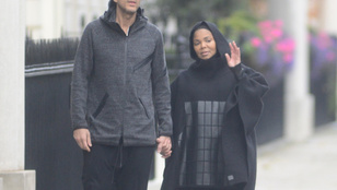 Janet Jackson kismamaruhája scifi-jelmeznek is simán elmegy