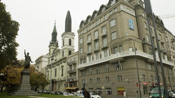 Végre befejezik a Petőfi téri templom tornyát!