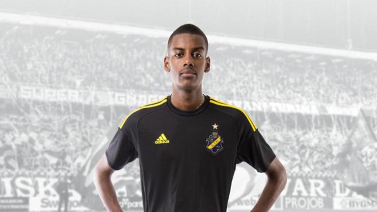 A fél világ a svéd futballzsenit akarja