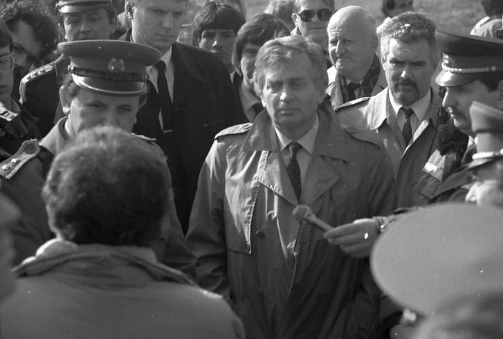 Antall József Barcson a bombázás után