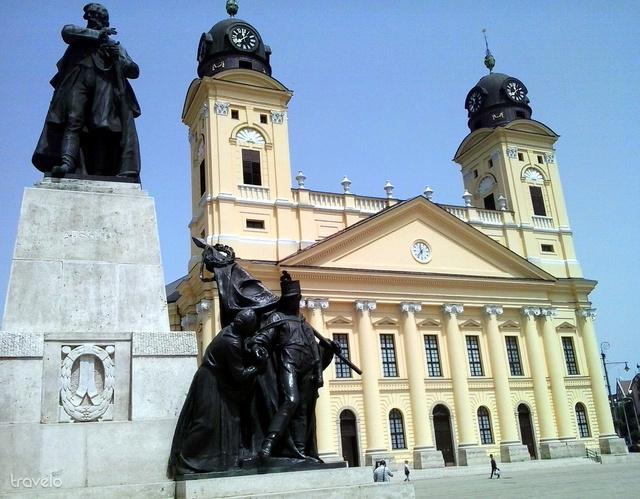 Református Nagytemplom és Kossuth szobra