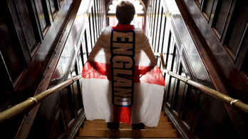 Az angol szurkolók 82%-ának nem lenne baja a meleg focistákkal
