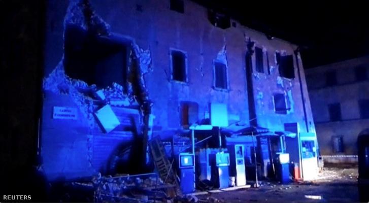 Megrongálódott épület az olaszországi Visso-ban