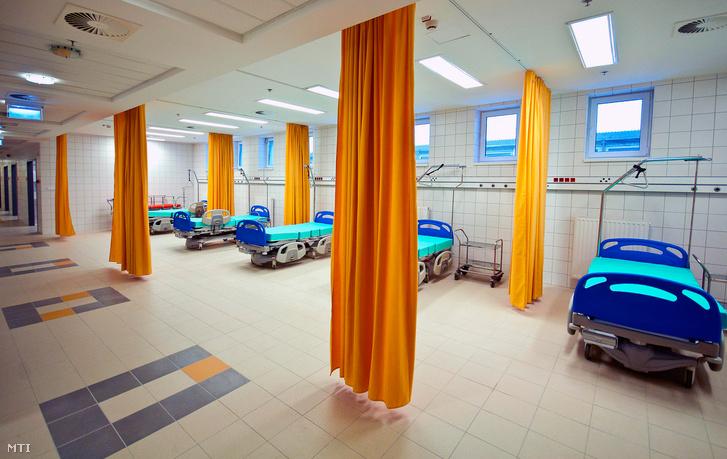 Sürgősségi kezelő a győri Petz Aladár Megyei Oktató Kórház újonnan épült épületszárnyában 2013. február 28-án.