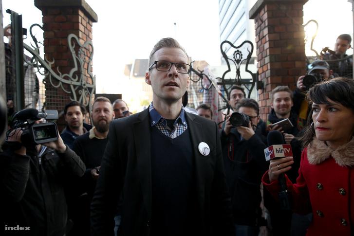 Pukli István a Teleki Blanka előtt tartott demonstráción 2016. márciusában.