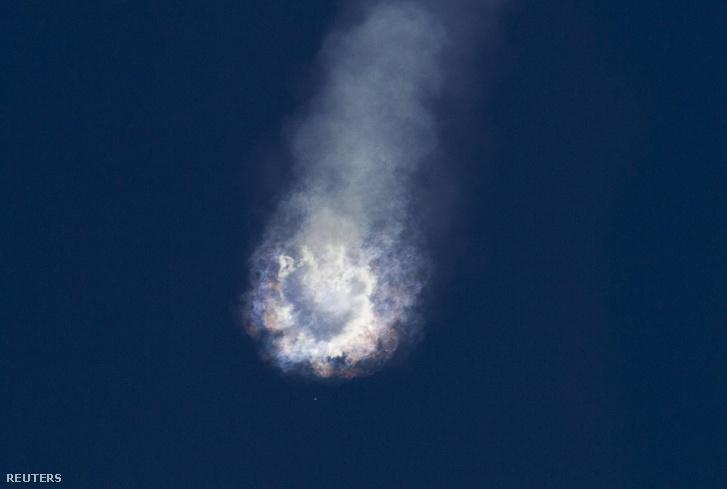 A Falcon 9 a becsapódás után.