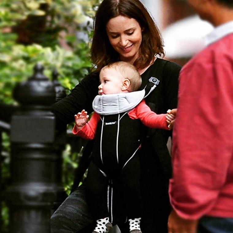 Már nem sok babánk van hátra, a képen Emily Blunt és a lánya szerepel