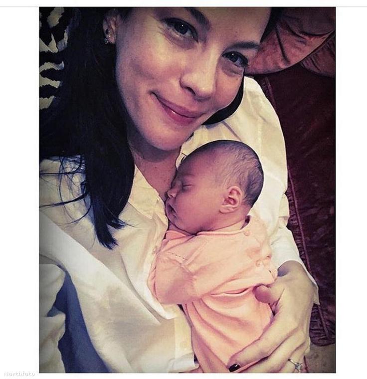 Liv Tyler július 8-án hozta világra harmadik gyerekét, Lula Rosát