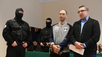 Felpörgött a védelem, elhalasztják a röszkei terroristaper ítéletét