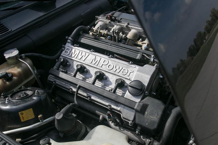 S14 a motorkód, de a blokk alja gyakorlatilag egy erősen felfúrt, növelt löketű M10