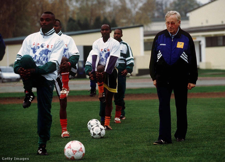 1999, a ruandai válogatott edzésén