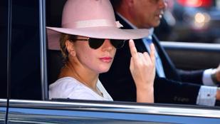 Lady Gaga rózsaszín kalapja tehet az új lemezről