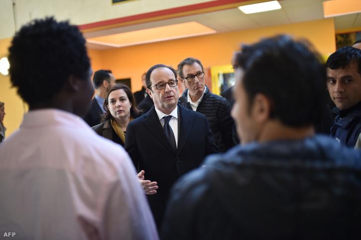 Hollande szombaton migránsokkal találkozott