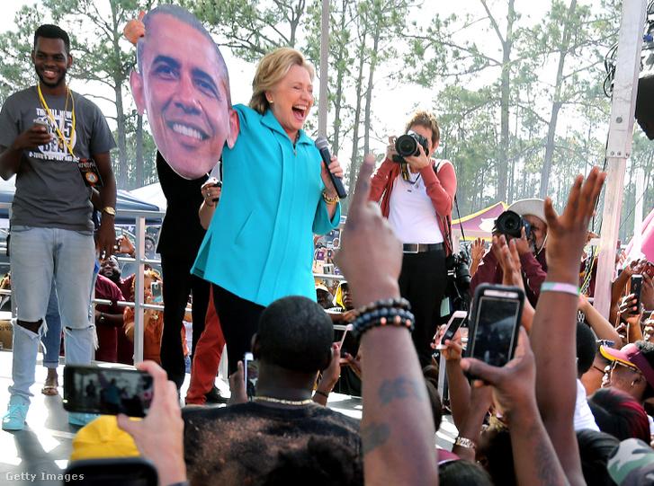 Hillary Clinton egy kampányeseményen október 29-én.
