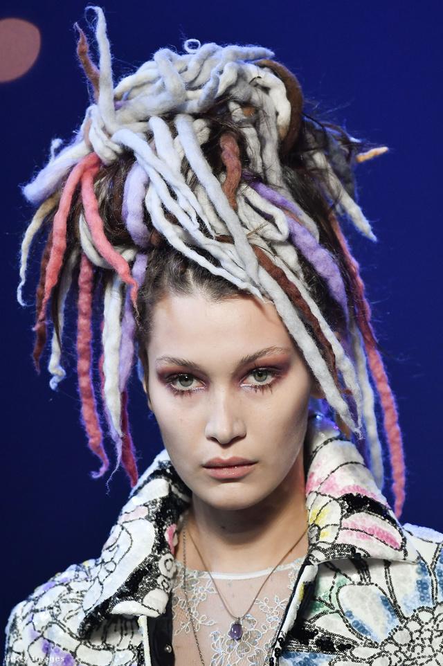 A rave-korszakot idéző raszta tincsek is divatba jönnek a Marc Jacobs szerint.