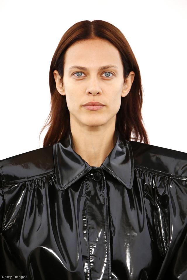 Természetes smink a Balenciaga bemutatóján.