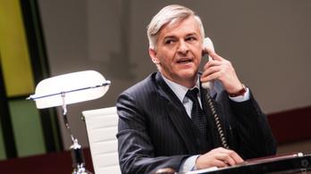 Alföldi Róbert bankigazgatóként debütál