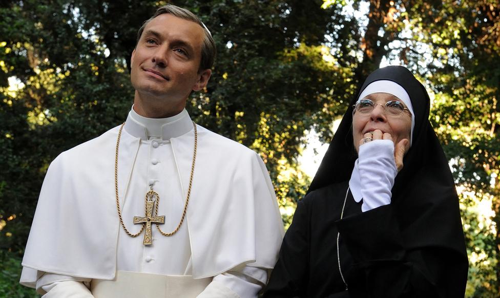 Jude Law és Diane Keaton Az ifjú pápa című HBO sorozatban