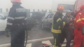 Tömegkarambol a ködben, húsz autó ütközött Romániában