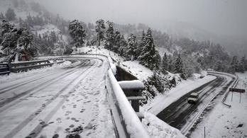 544 kilométeres dugót hozott az első hó Párizsban