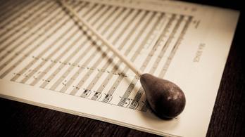 Milliós csalással vádolnak egy karmestert