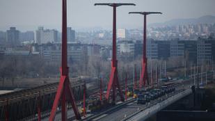 Bombát találtak a Dunában, borul a közlekedés
