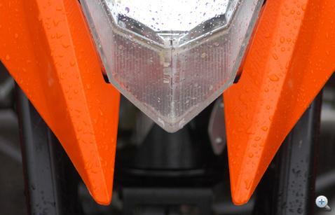 Csáprágók a lámpatest alatt: azért nem éjszakai motorozáshoz tervezték