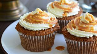 Pénteki süti: almás minisütik sós karamellel