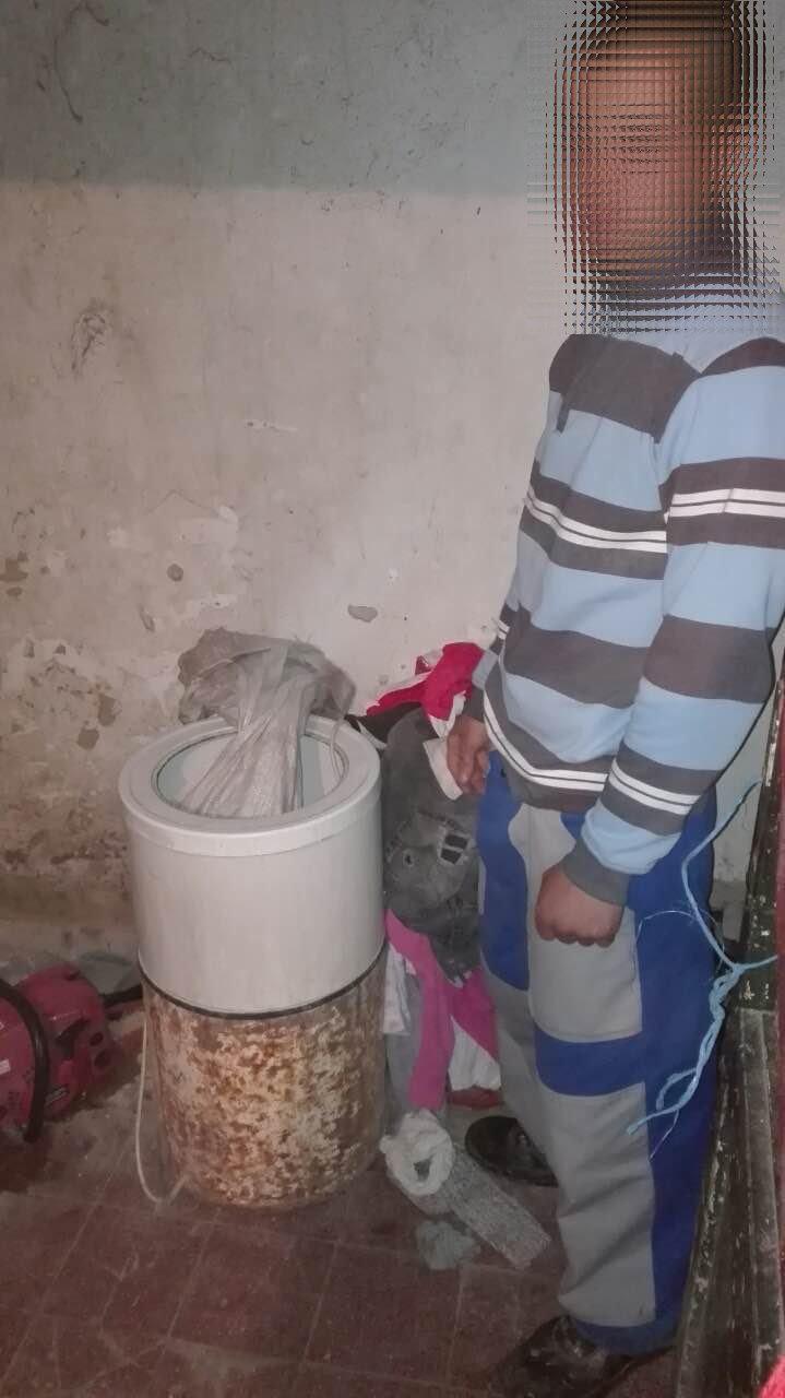 A mosógépben próbálta elrejteni a szárnyasokat a tolvaj, de a rendőrkutya szimatát nem sikerült becsapni.