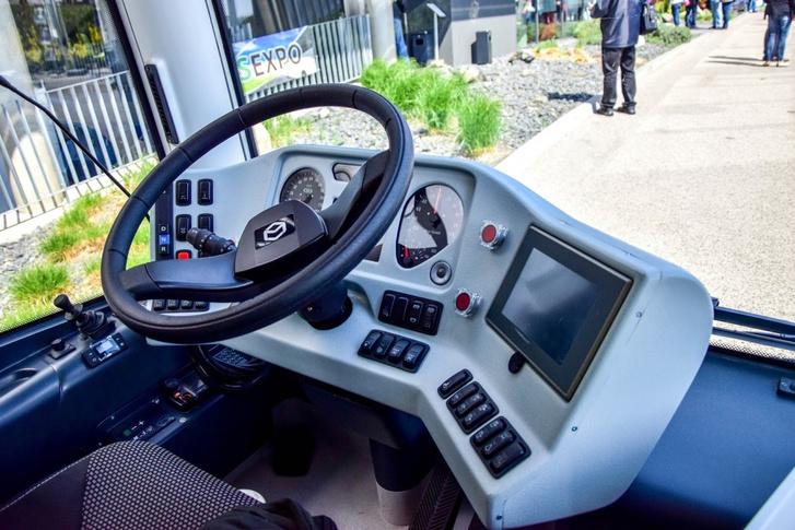 A közlekedési műszergyártó Kft. EU-s támogatásból kifejlesztett műszerfala, gyakorlatilag az összes hazai buszba bekerült. Az elektromos MODULO C68-asban is ez van