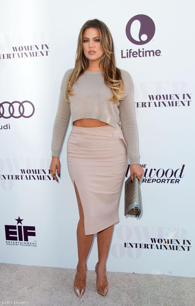 """""""Egyszer túl kövér vagyok, most meg túl sovány. Mindig negatív kommentek érkeznek a súlyomra. Neveztek már rondának, kövérnek és transzvesztitának is. Az emberek átlagos méretűnek szeretnének látni. Pedig a ruhaméretem 40-es, ami a normális világban egyáltalán nem kövér, de Hollywoodban az. Sok munkájuk volt a stylistoknak abban, hogy ruhát találjanak nekem, mert egyszerűen semmi nem volt a méretemben, Pedig nem is vagyok olyan őrülten nagy."""" – mondja Khloe Kardashian, aki állítása szerint 8 éves kora óta küzd súlyproblémákkal."""