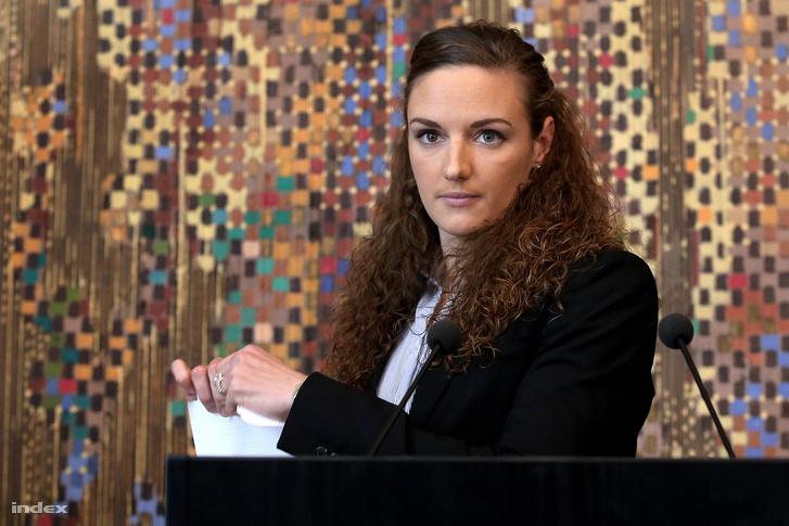 Hosszú Katinka a 2016 januári sajtótájékoztatóján, ahol nem fogadta el a szövetség szerződés ajánlatát.