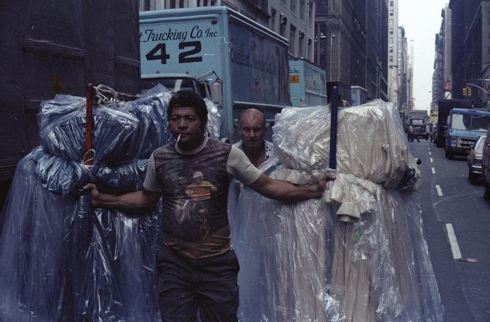 Bár a Filmgyárban főleg Hasselbladdal dolgozott, amerikai útjára egy Nikon FE gépet vitt magával. Az exponált filmeket mindig helyben hívatta elő, hogy minél előbb lássa az eredményt. Azóta még kétszer volt Amerikában magánúton, egyszer pedig Gothár Péterrel, akinek Tiszta Amerika című filmjét fotózta.