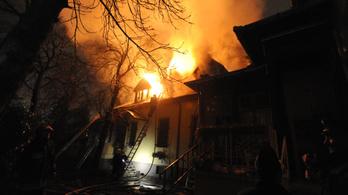 Kigyulladt egy családi ház a VIII. kerületben