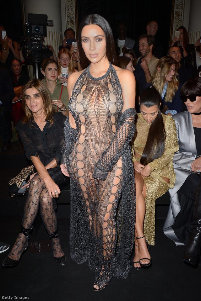 Naná, hogy Kim Kardashian villantotta meg az év egyik legprovokatívabb dizájnerruháját.