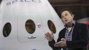 Elon Musk 2018-ban Hold körüli útra küld két turistát