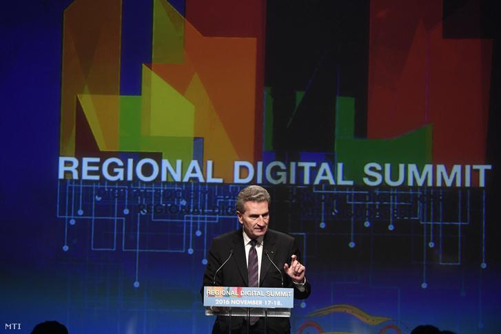 Günther Oettinger, az Európai Bizottság digitális gazdaságért és társadalomért felelős biztosa a budapesti Regionális Digitális Konferencián 2016. november 17-én.