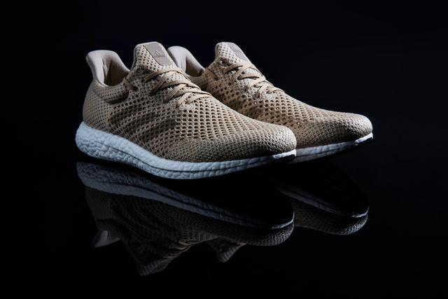 A cipő felsőrészét 100 %-ban bioacél (Biosteel) szálak adják.