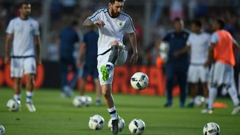 Messi a kezdés előtt elpróbálta a védhetetlen szabadrúgást